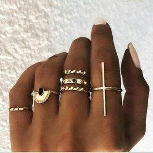 Chicapel Golden Studded Midi Ring Set